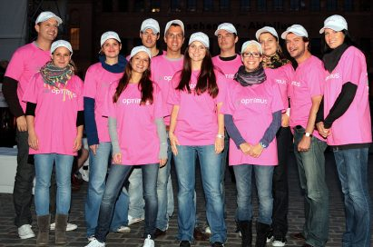 A group photo of men and women wearing LG Optimus T-shirts at the LG Optimus One event in Kulturbrauerei, Berlin.