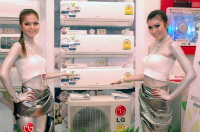 Two models pose next to LG Electronics' award-winning air conditioner units.