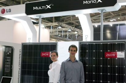 A right-side view of the Multi X and Mono X with models standing up in front