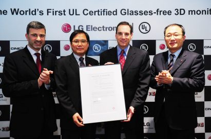 LG and UL representatives are presenting the UL certification letter for LG's Glasses-free CINEMA 3D monitor