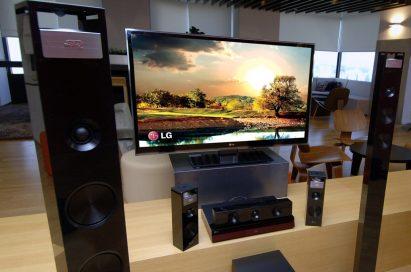 LG 3D SOUND HTS accompanied by the LG CINEMA 3D Smart TV