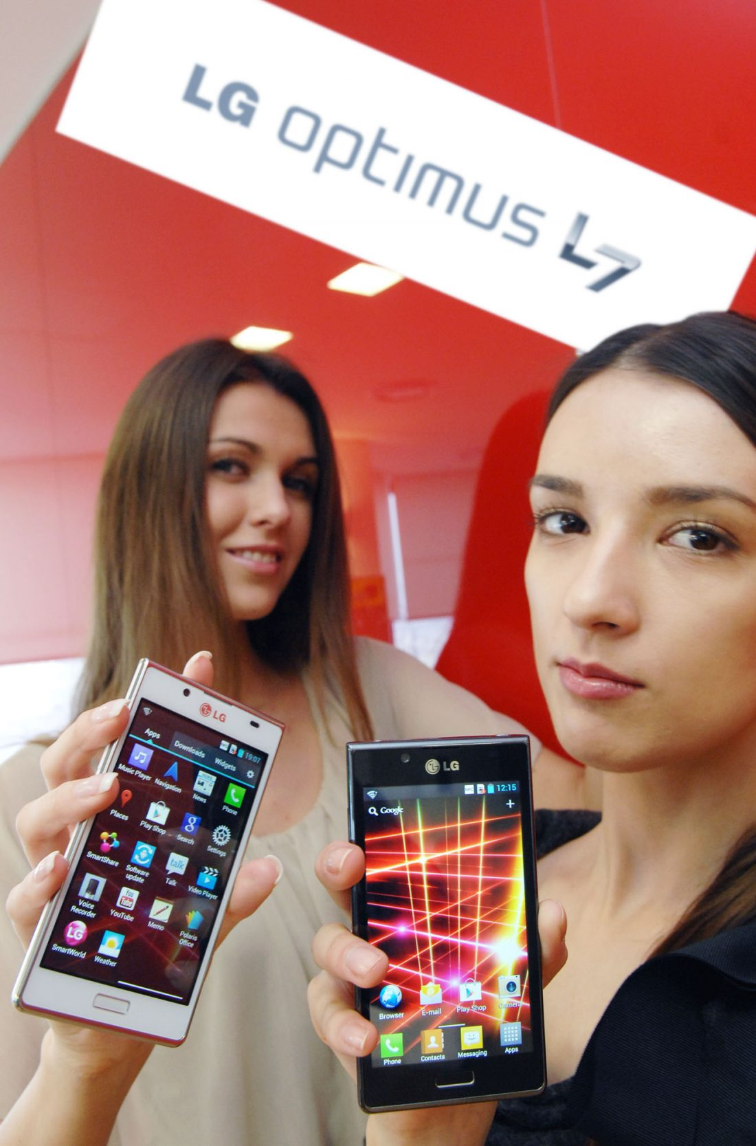 The last image of two female models holding the LG OPTIMUS L7 smartphone and its brand name panel