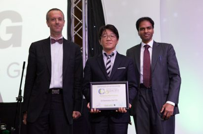 """Frederic Paille, managing director of CPI Industry, Shin Joon-seok, general manager of LG Electronics Gulf, and B.Surendar, editorial director of CPI Industry take a picture together to celebrate LG receiving the """"Best Project Award"""" from Climate Control Middle East for its LG Electronics Gulf FZE project"""