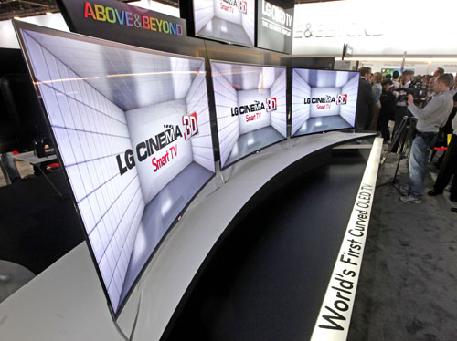 LG displaying the world's first curved OLED TVs (model EA980) at CES 2013.