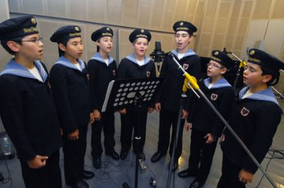 Members of the Vienna Boys' Choir recording songs through the LG G2.
