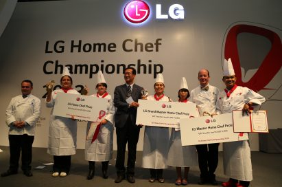 An LG representative awards the winners of the LG Home Chef Championship 2013 on the main stage with certificates and prizes.