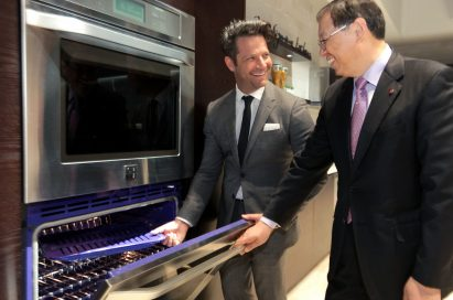 Nate and LG executive talking about LG Studio wall oven