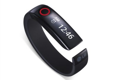 LG Lifeband Touch displaying time on its OLED display