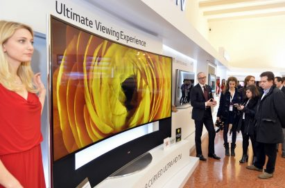 A model presenting the Ultimate Viewing Experience at LG Innovative Festival Europe