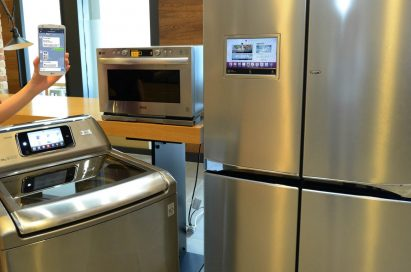 LG smart appliances features compatibility with the company's HomeChat™ including light wave oven, top-load washing machine and Multi-Door refrigerator.