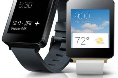 "The screen of LG G Watch in Black Titan color shows the flight departure details saying ""SFO-FJK"". And the screen of LG G watch in White Gold color shows the weather."