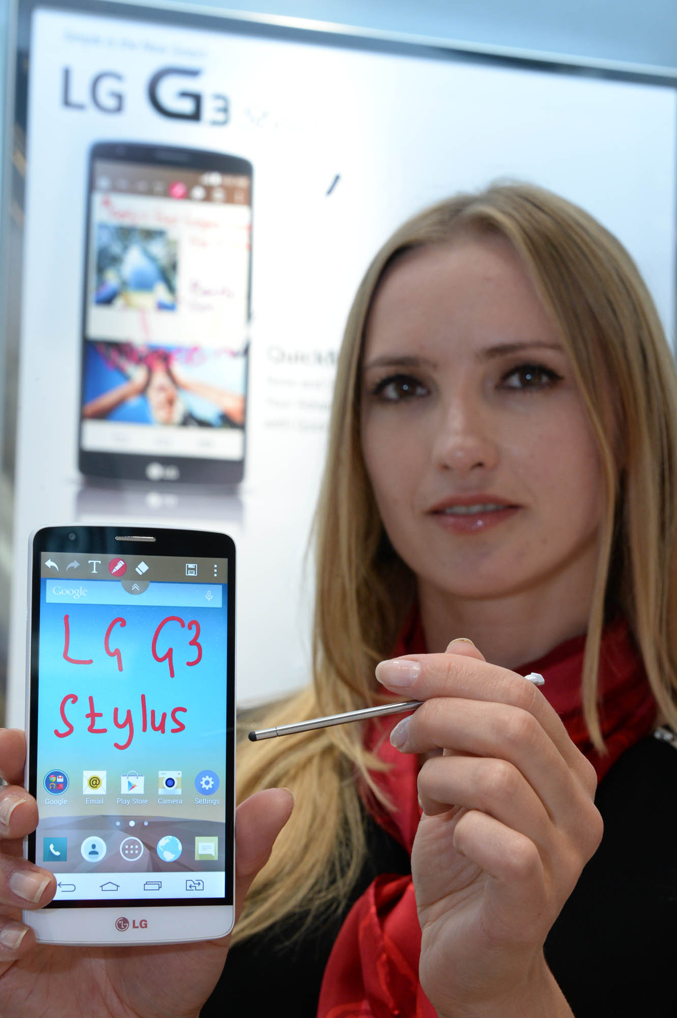 """A model poses with the LG G3 Stylus after writing """"LG G3 Stylus"""" using the phone's QuickMemo function."""