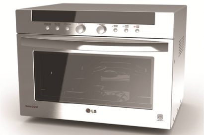 A front view of LG's Lightwave Convection Oven equipped with the cutting-edge Charcoal Lighting Heater™.