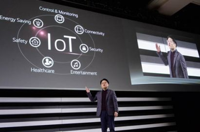 """Ahn Seung-kwon, president and chief technology officer of LG, introduces its IoT strategy and platform """"webOS 2.0"""" at the global press conference held at CES 2015."""