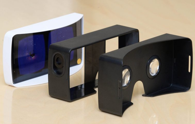 A rear view of the components of the VR headset for G3.