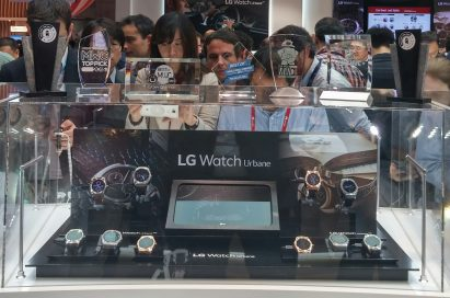 Participants of MWC are looking at LG Watch Urbane at LG booth.