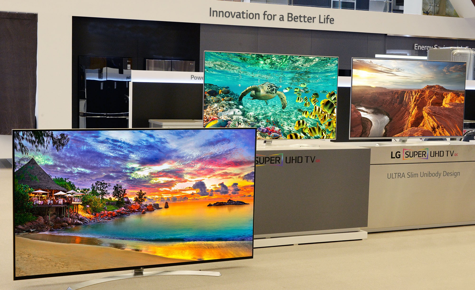 LG displaying its IPS TVs model 86UH9550, 65UH9500 and 65UH8500 at CES 2016