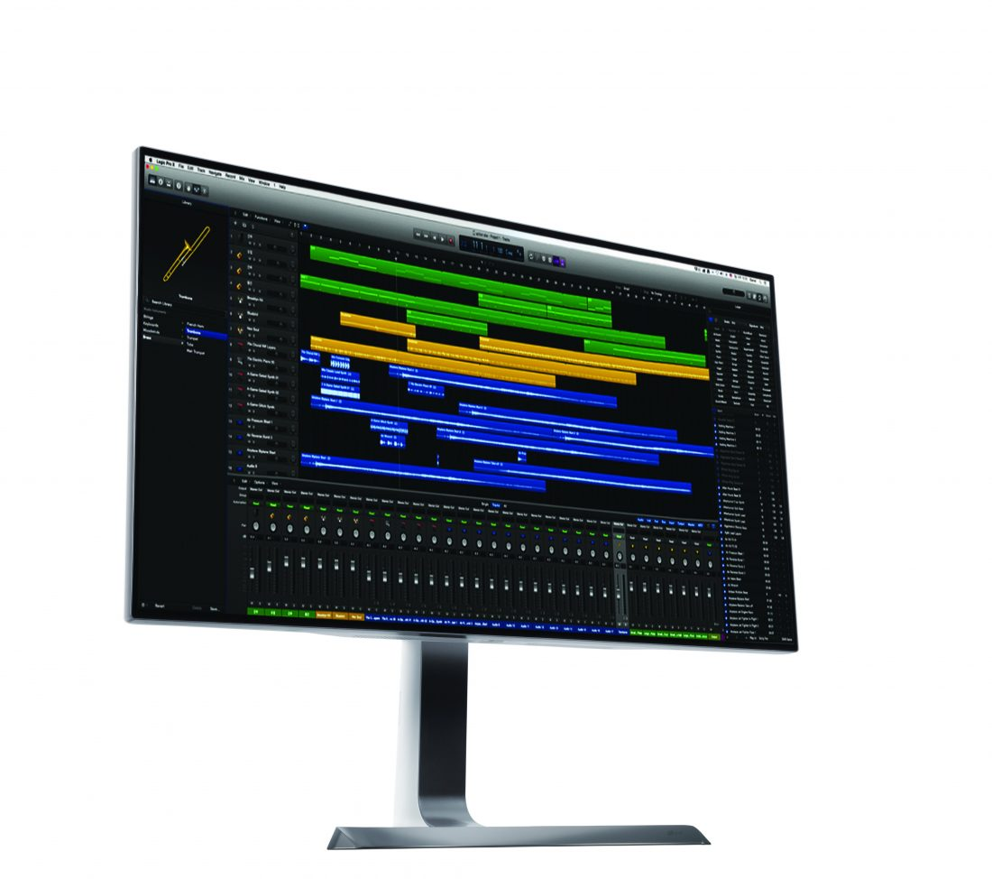 Front view of LG's HDR-compatible 32-inch UHD 4K monitor facing 10 degrees to the right