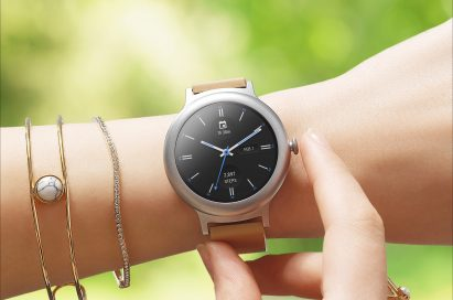 A woman touches the LG Watch Style in Rose Gold around her wrist