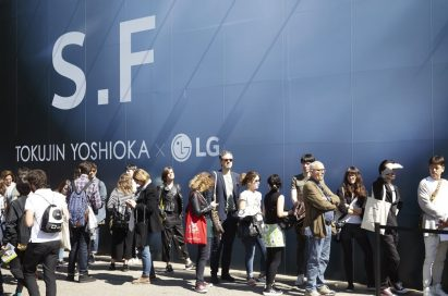 """People wait in line to see the highly acclaimed """"TOKUJIN YOSHIOKA x LG: S.F_Senses of the Future"""" installation at Milano Design Week 2017."""