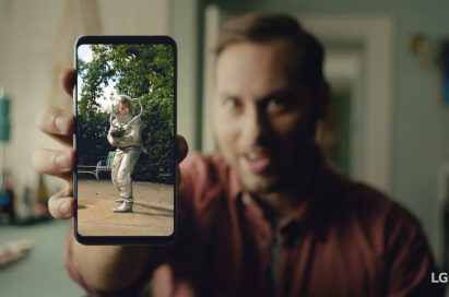 An image from the video clip shows Michael Bauer holding LG V30 out towards the screen