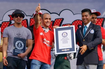 A representative from Guinness World Records hands over the world record certificate to LG's event manager.