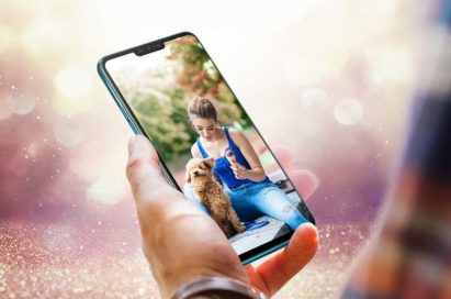 The LG V40 ThinQ sitting flush in the palm of a man's hand
