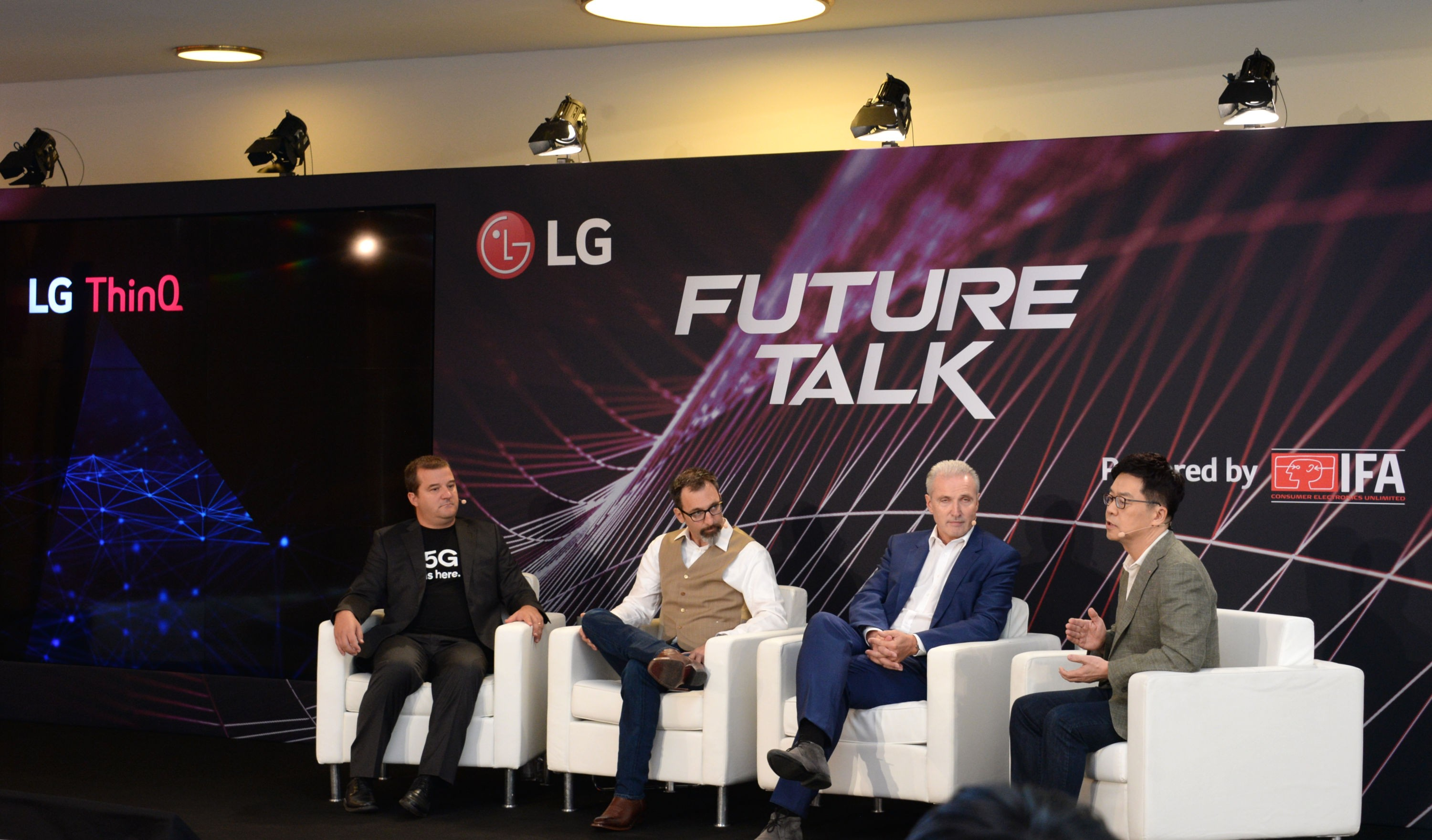 Dr. I.P. Park, president and CTO of LG Electronics, conducts a panel talk with three guest speakers from Qualcomm, iF International Forum Design and Telefonica's moonshot factory Alpha.