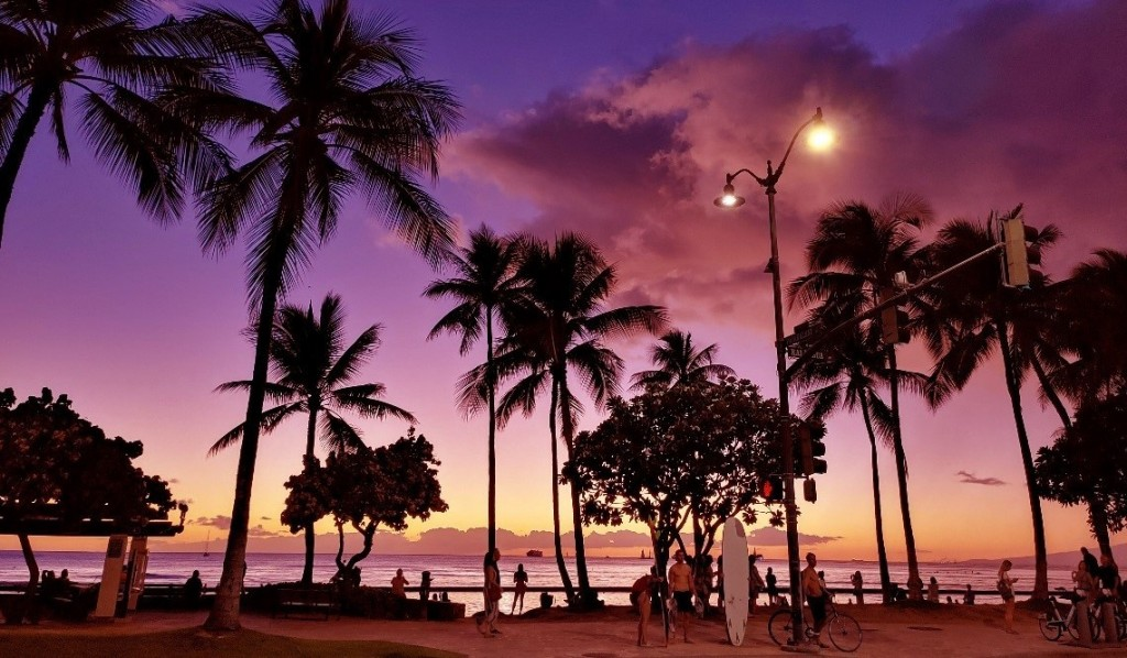 A photo taken using the Manual Mode feature of the LG G8X ThinQ shows Waikiki beach's spectacular purple sunset.