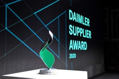 A close-up of the trophy, with the Daimler Supplier Award 2020 Logo displayed behind