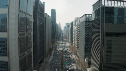A high view looking straight down Gangnam district's iconic Teheran-ro street