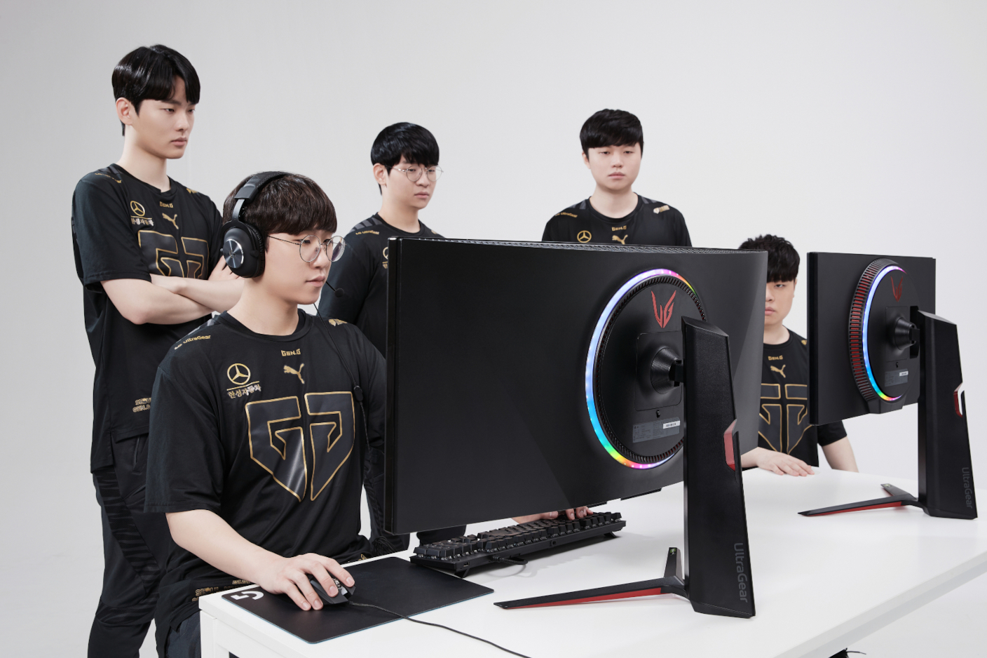 Gen.G's elite players using the lightspeed UltraGearTM gaming monitors provided via the team's partnership with LG.