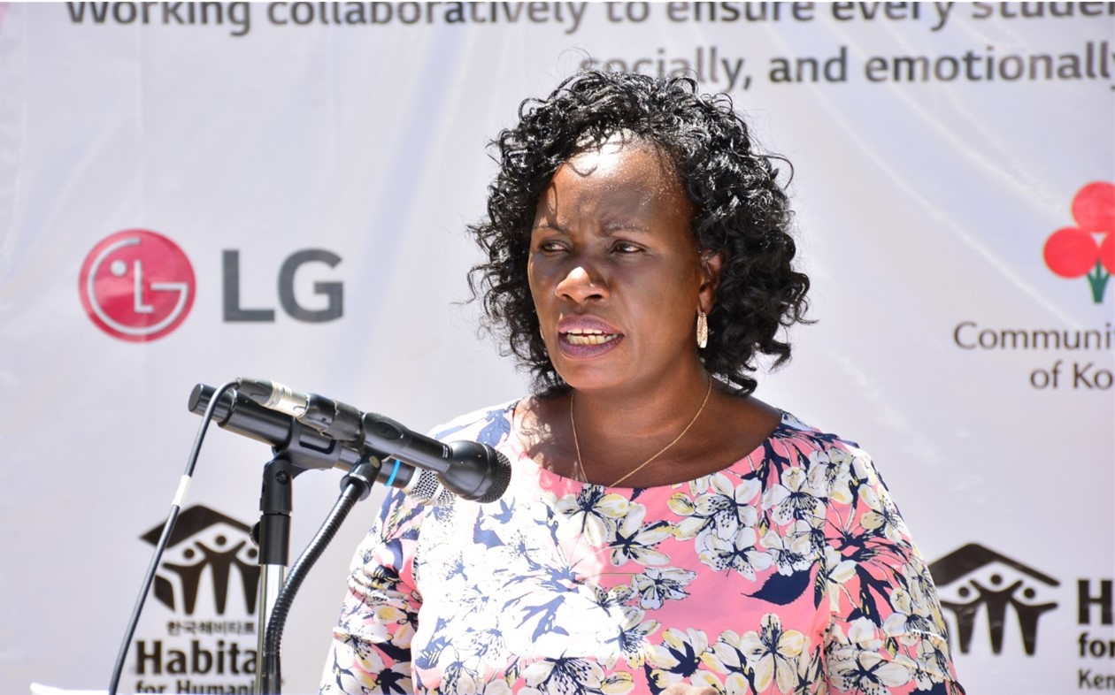 Ruth Odera, Habitat for Humanity Kenya spokesperson, commending the improvements being made to Machakos School for the Deaf with LG's support.